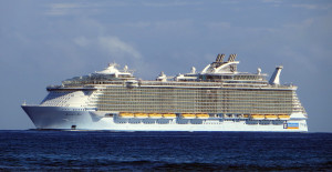 Allure_of_the_Seas_(ship,_2009)_001