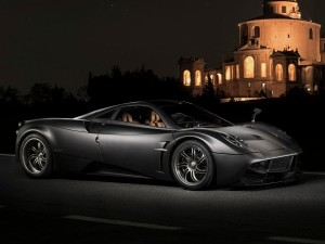 pagani-will-also-be-in-the-game-this-year-with-an-upgraded-version-of-its-huayra-hypercar
