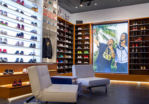 dj-khaled-champs-sports-store-6