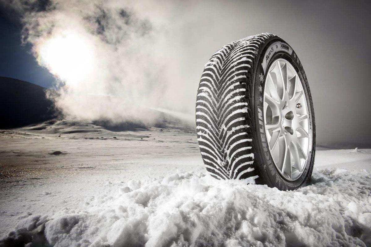 Pred kúpou zimných pneumatík nahliadnite do technického preukazu.
