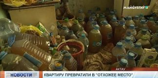 Plastové fľaše a bandasky plné moču