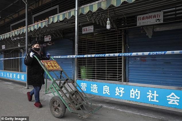Zábery z uzavretého zvieracieho trhu v meste Wu-chan, ktorý je epicentrom nákazy koronavírusu